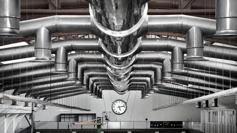 Différents types de systèmes de ventilation et de climatisation dans les bâtiments industriels